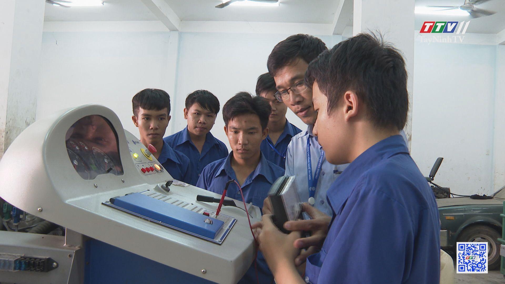 Công tác giáo dục hướng nghiệp cho học sinh đã được quan tâm nhiều hơn | TIẾNG NÓI CỬ TRI | TayNinhTV