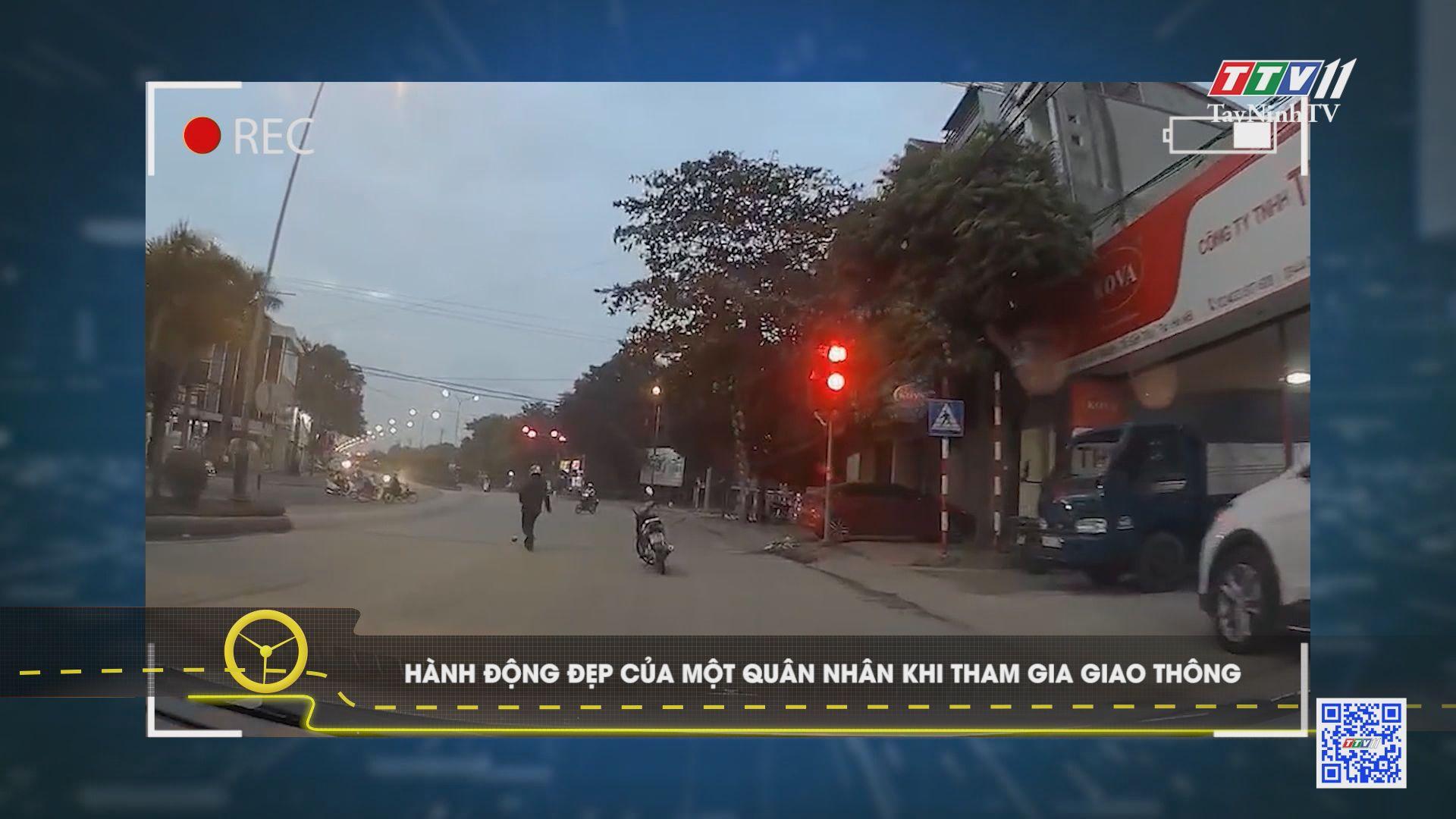 TayNinhTV | Văn hóa giao thông | Hành động đẹp của một quân nhân khi tham gia giao thông